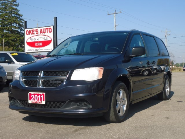 okes auto pick of the week 2011 dodge grand caravan sxt. Black Bedroom Furniture Sets. Home Design Ideas